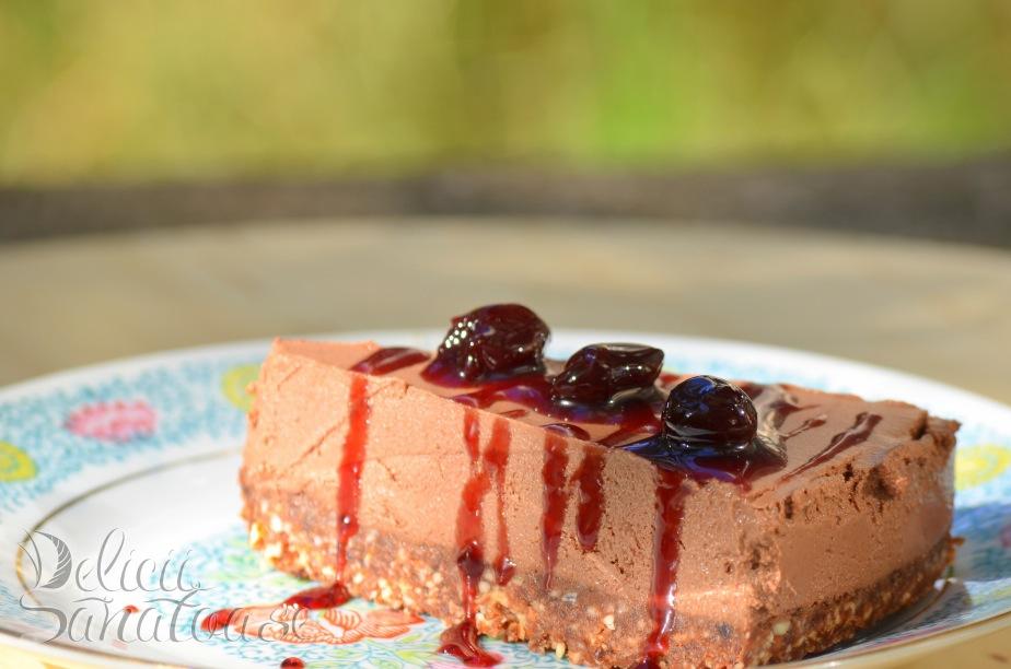 Tort de ciocolata cu dulceata de visine - Delicii Sanatoase